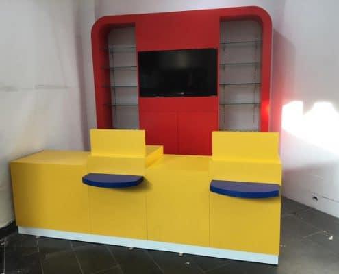 instalación de mobiliario comercial a medida