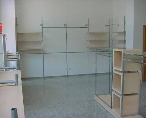 instalación de muebles expositores para tiendas