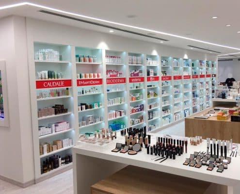 instalacion de estanterias y gondolas en farmacia